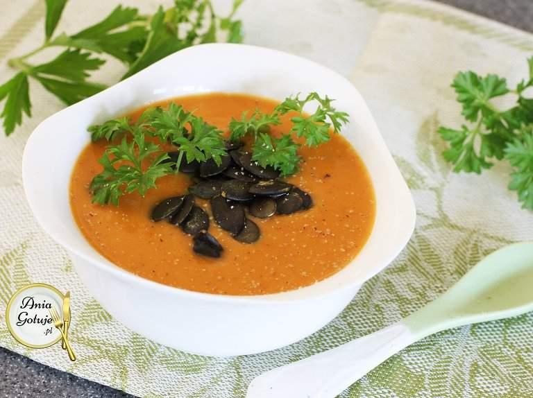kremowa-zupa-z-dyni-i-paptatow-1