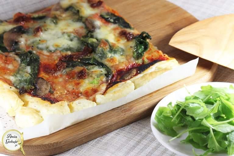 pizza-szpinakowa-na-ciescie-francuskim-1