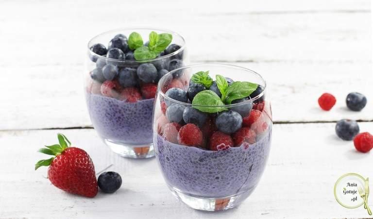 pudding-jagodowy-z-chia-i-owocami-2