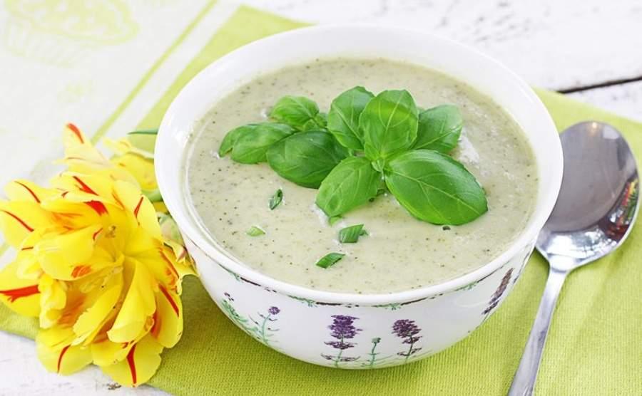 Zupa krem z brokułów i cukinii