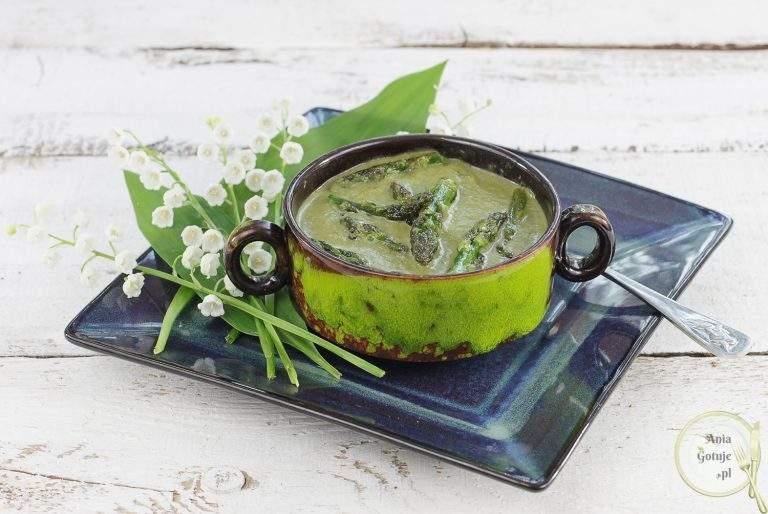 zielona-zupa-krem-ze-szparagow-cukinii-i-szpinaku-1