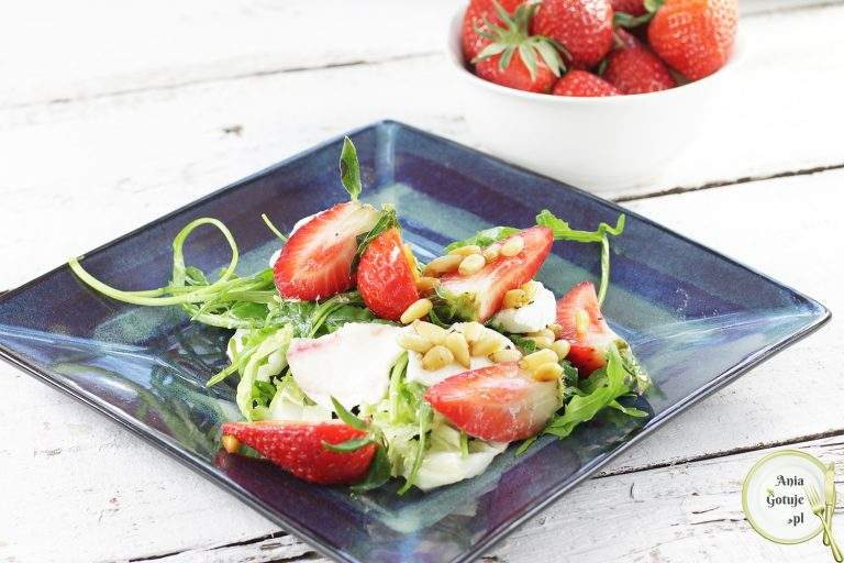 salatka-z-mozzarella-i-truskawkami-2