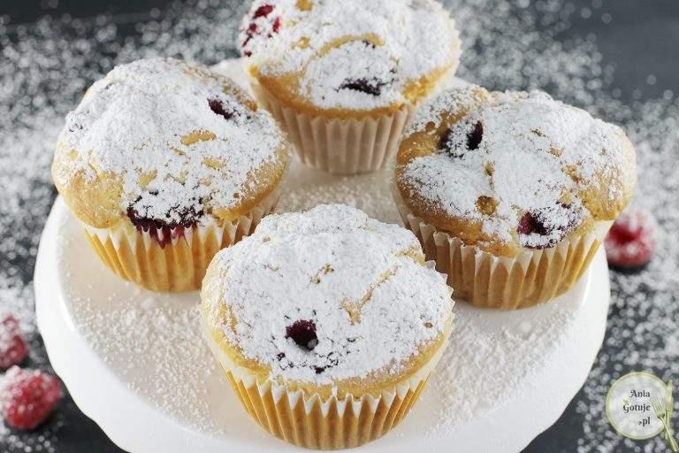 proste-muffiny-z-malinami-bez-cukru-1