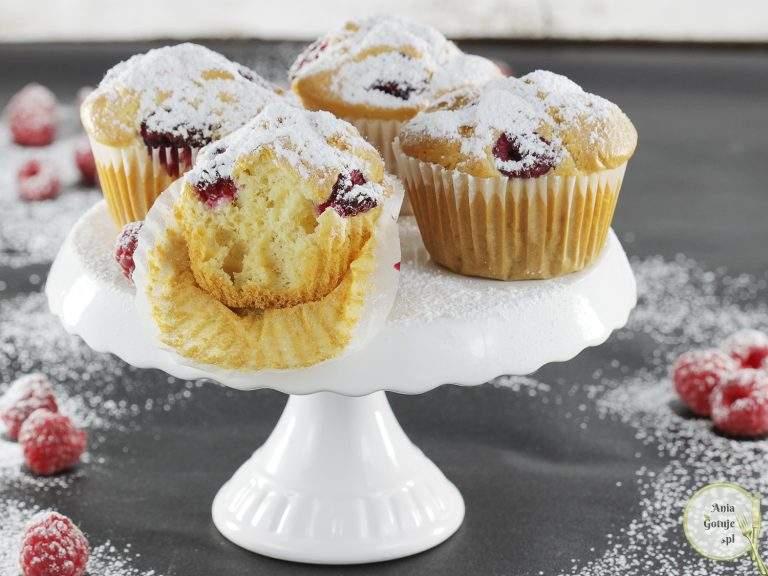 proste-muffiny-z-malinami-bez-cukru-2