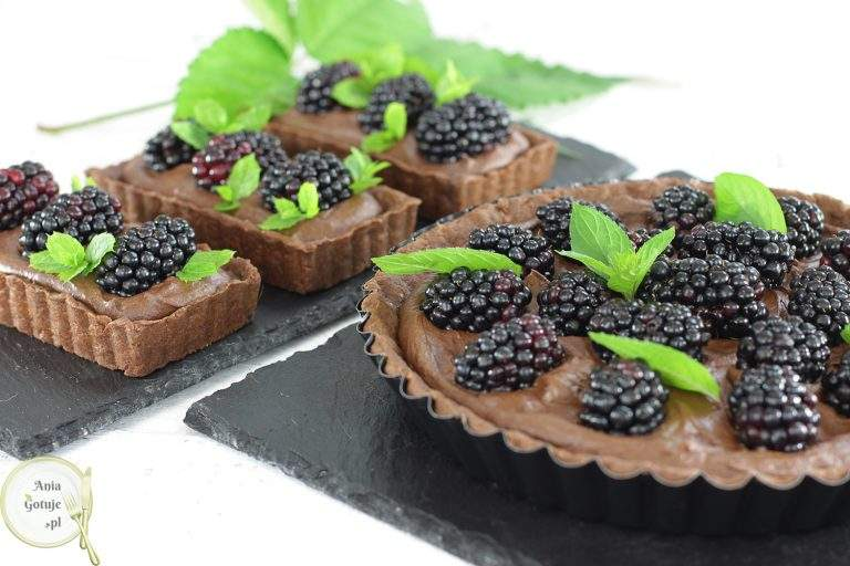 czekoladowa-tarta-ganache-i-jezynami-2