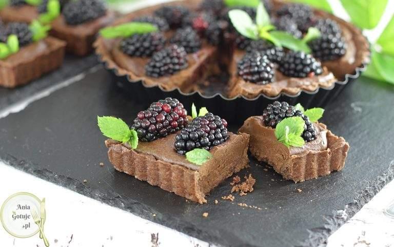 czekoladowa-tarta-ganache-i-jezynami-3