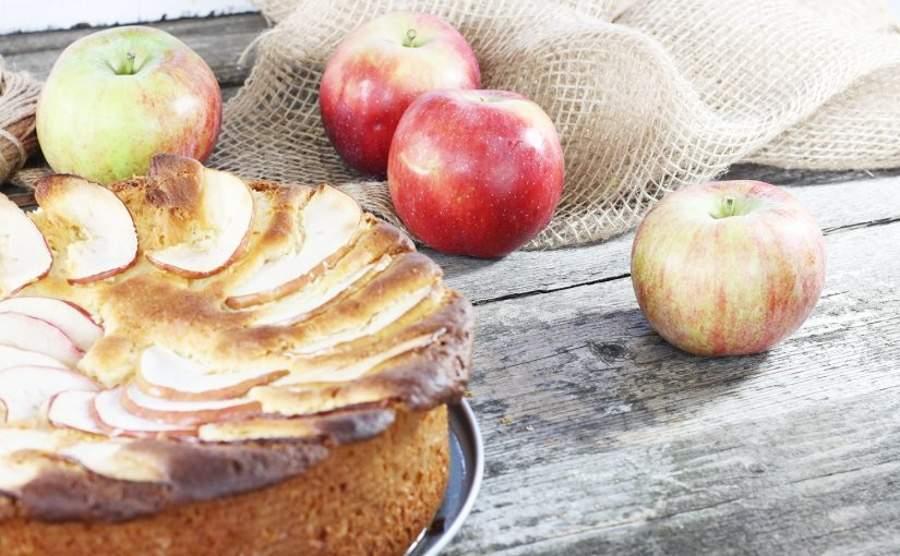 Ciasto drożdżowe z parasolką z jabłka