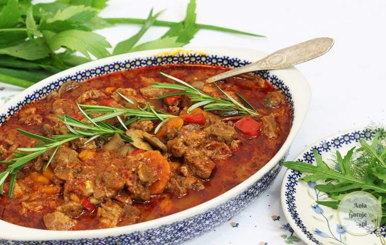 gulasz-z-lopatki-wieprzowej-z-wedzona-papryka-1