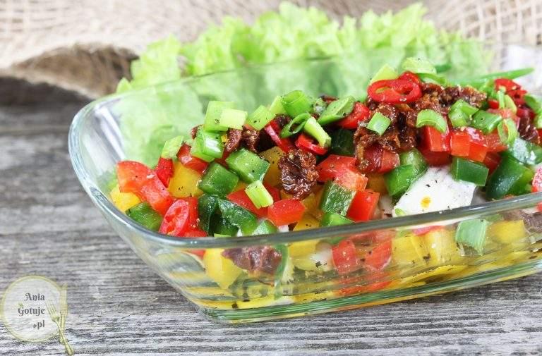 salatka-sledziowa-z-papryka-i-suszonym-pomidorem-2