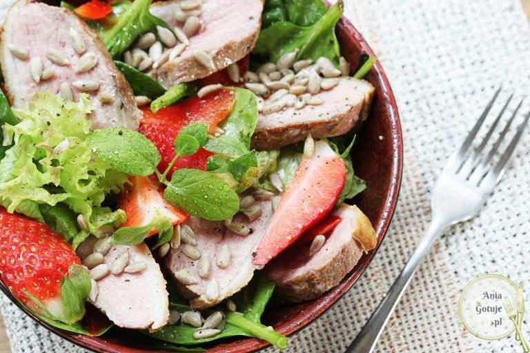 salatka-z-kaczka-i-truskawkami-2
