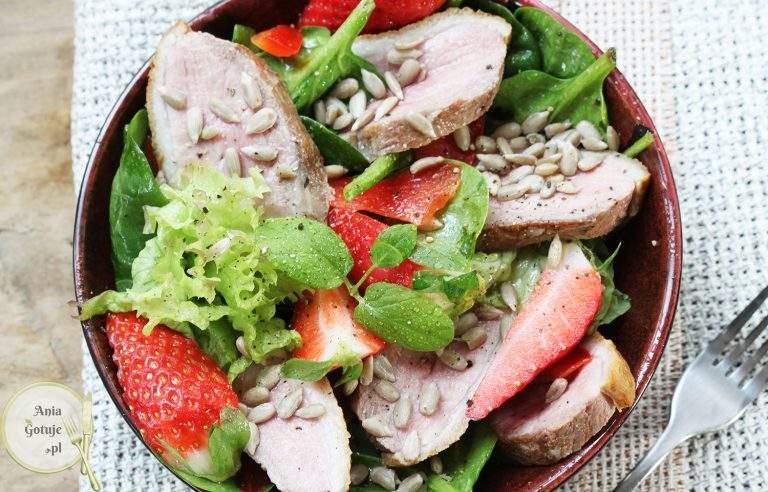 salatka-z-kaczka-i-truskawkami-3