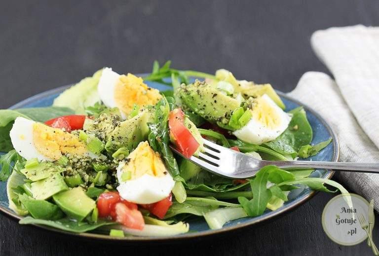 zielona-salatka-z-jajkiem-i-awokado-2