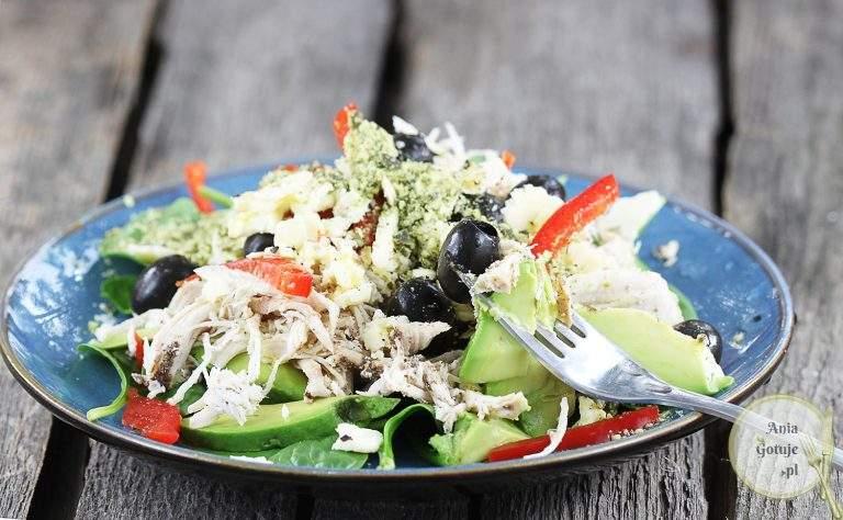 salatka-z-kurczakiem-szarpanym-2