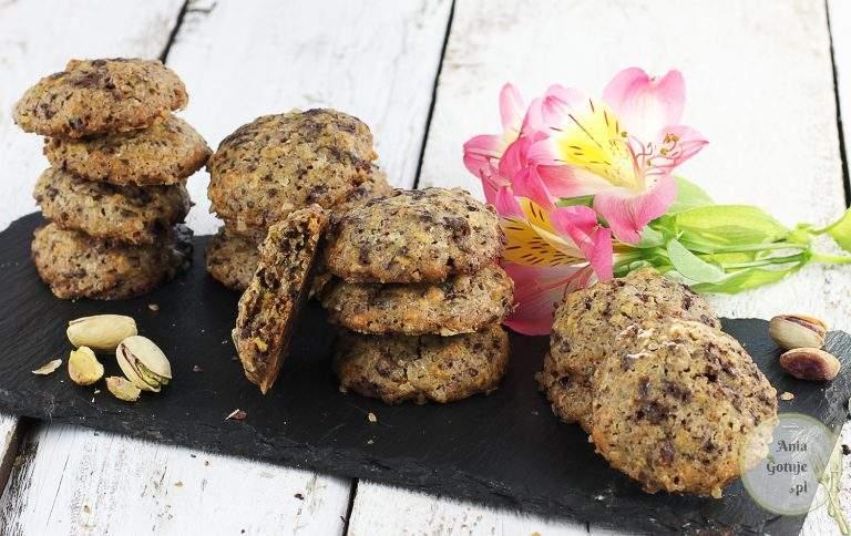 ciastka-z-pistacjami-i-gorzka-czekolada-2