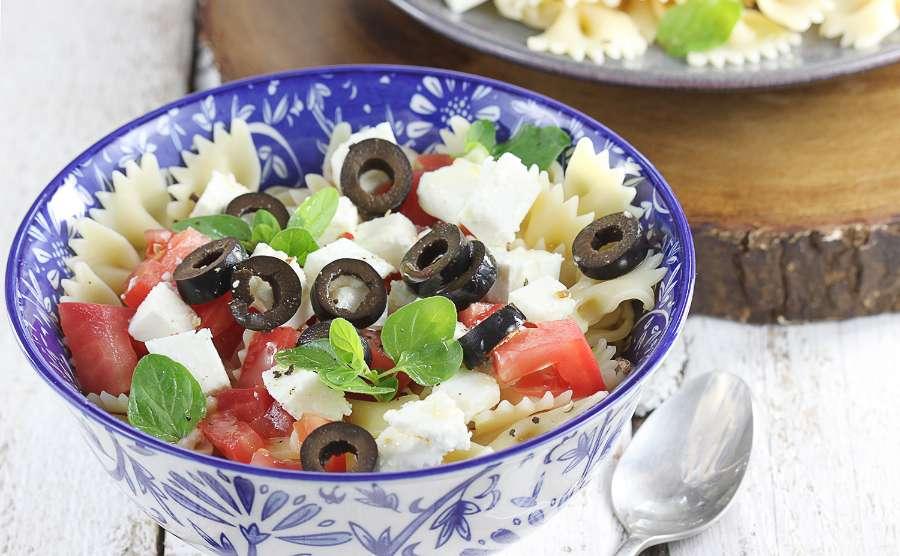 Makaron z fetą i pomidorami