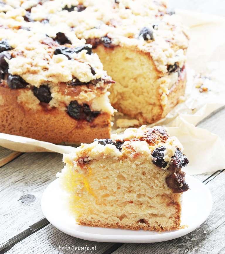 ciasto-drozdzowe-ze-sliwkami-i-kruszonka-1
