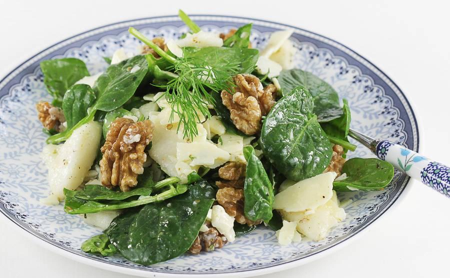 Sałatka z gruszką i serem